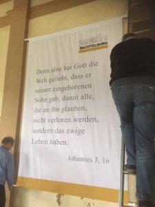 Anbringen der Banner