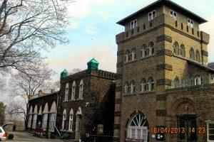 """Die Nordseite der Burg 2013 mit dem """"alten Burgturmaufsatz"""""""