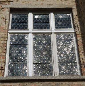 Das Schmuckfenster vor der Sanierung