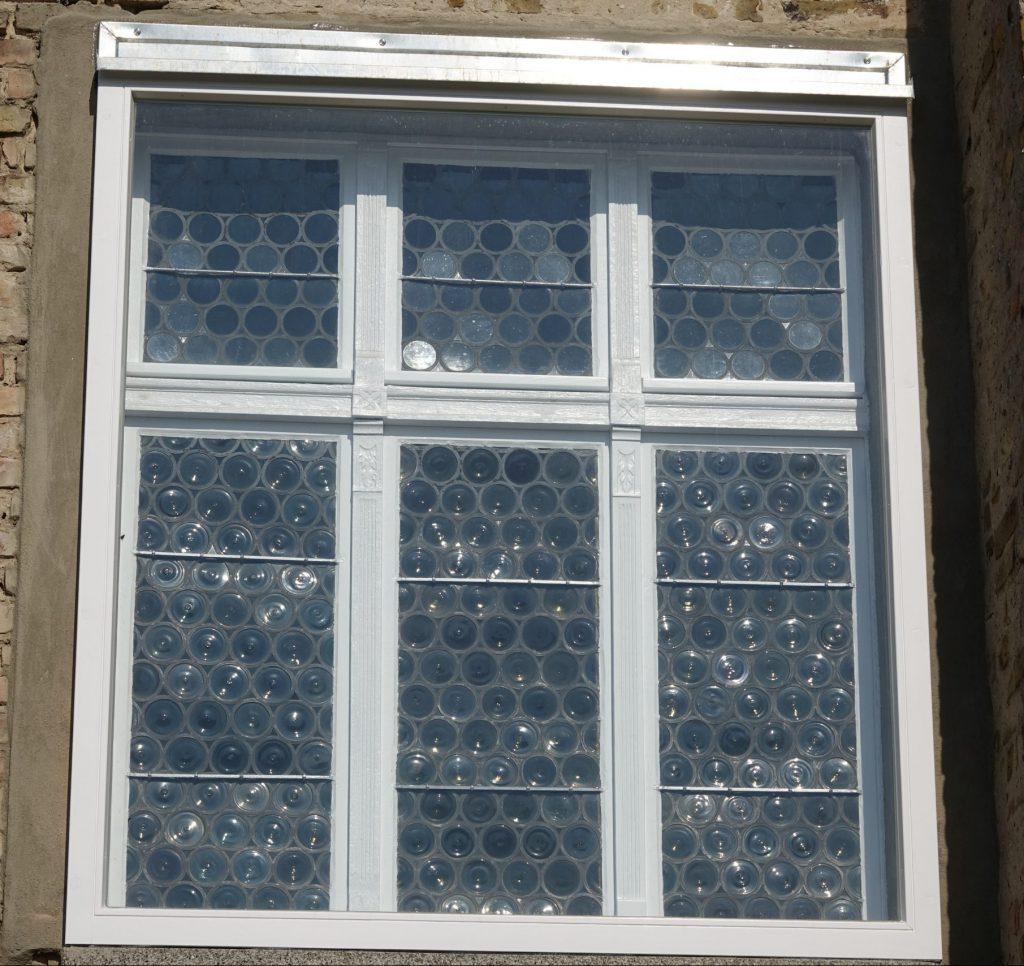 Das Schmuckfenster nach der Sanierung