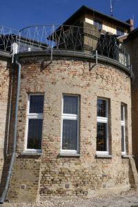 Die Süd-West-Fassade vor der Sanierung