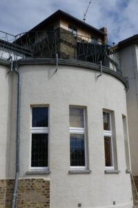 Die Süd-West-Fassade nach der Sanierung