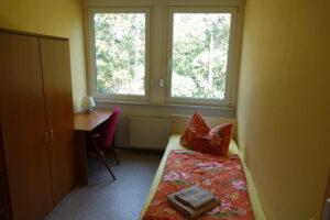 Einzelzimmer mit Blick ins Grüne